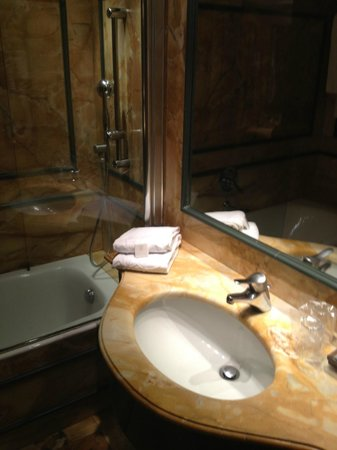 Hotel Pierre Milano: Bathroom