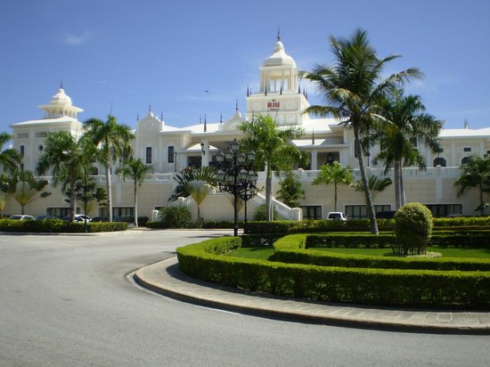 Hotel Riu Palace Punta Cana: Very Impressive front of hotel