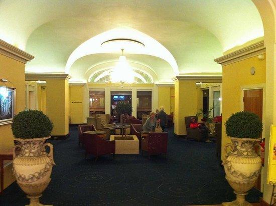 Riu Plaza The Gresham Dublin: El vestibulo