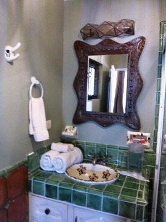 LifePath Center : Bathroom in Green room