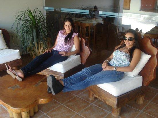 Sarana Praia Hotel: area de descanso piscina