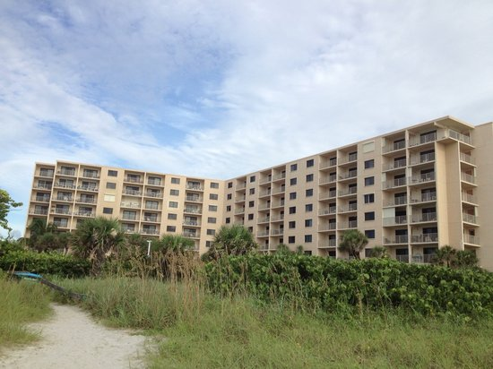 Canaveral Towers Condominiums: Pic of towers from beach