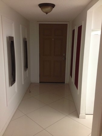 Canaveral Towers Condominiums : Doorway entry