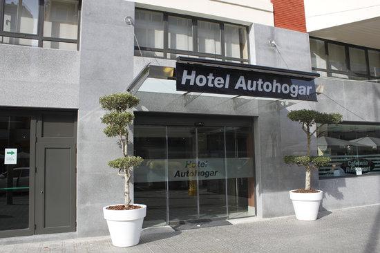 Puerta entrada nuevo Hotel Auto Hogar