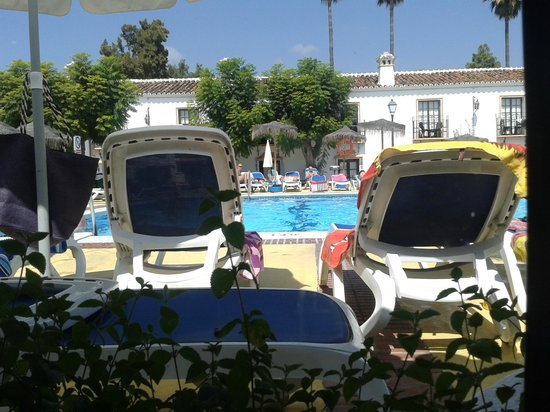 Globales Cortijo Blanco Hotel : pool area