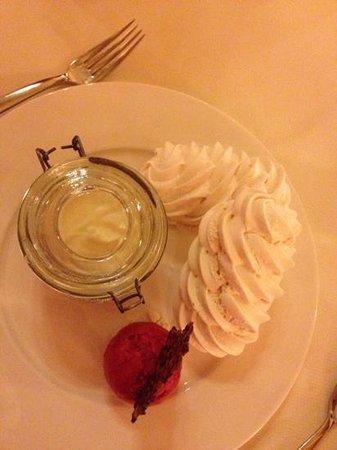 Chalet RoyAlp Hotel & Spa : meringues et crème de gruyère