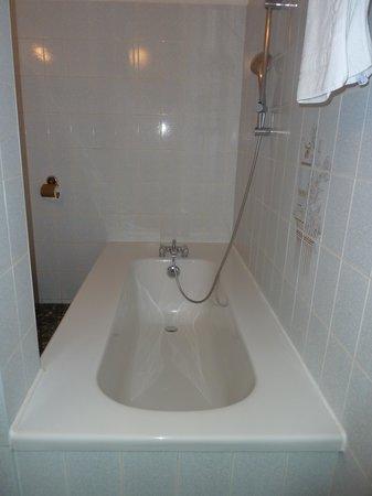 HOTEL ESPADON : La salle de bain de la chambre 6