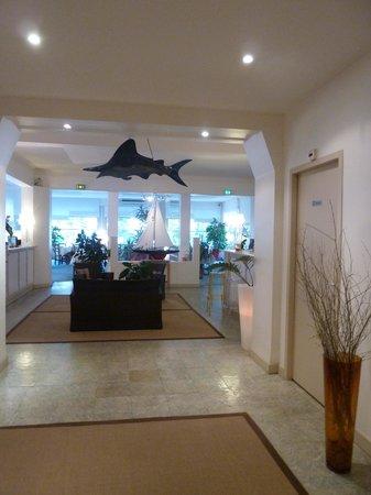 HOTEL ESPADON : Le hall d'entrée avec sa réception