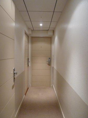 HOTEL ESPADON : Couloir vers la chambre 6