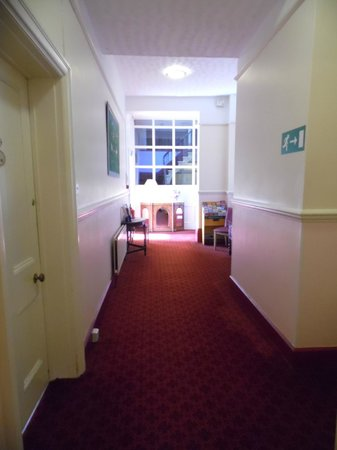 Crown Hotel: 1st floor corridor with lounge to the left, way downstairs to right