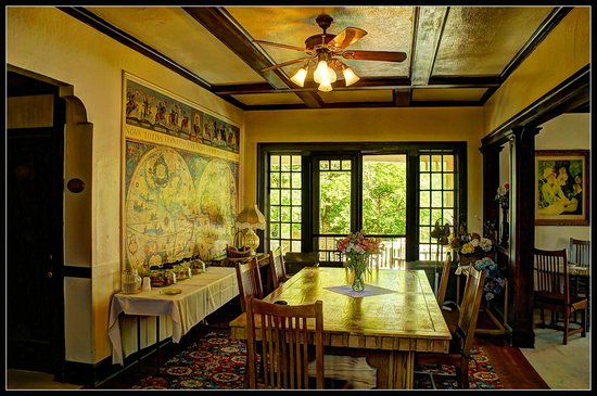 Riverside Hot Springs Inn: Dining room