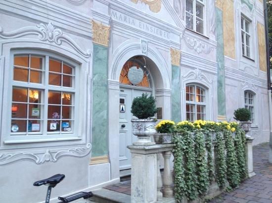 Asam Schloessl: Der Eingang