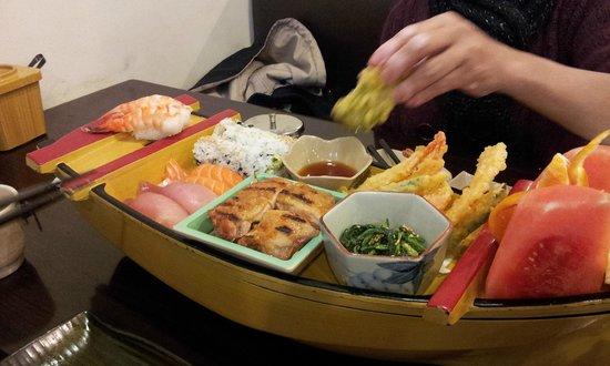 Nao sushi: Sushi boat