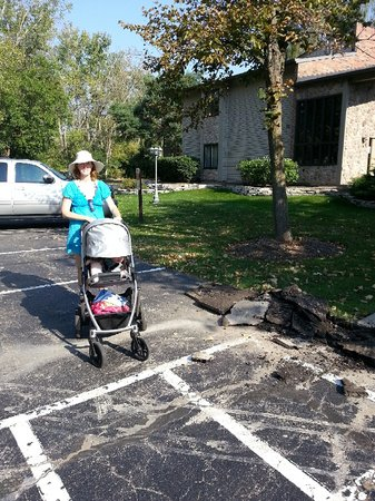 The Abbey Resort & Avani Spa : Navigating Abbey with stroller