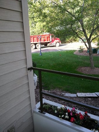 The Abbey Resort & Avani Spa : another view of red truck