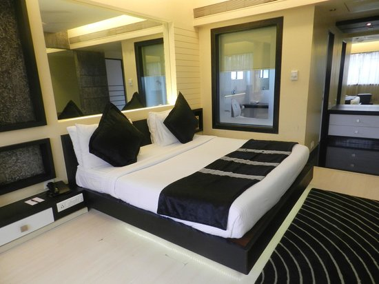 Hotel Bawa Suites: Black & White Theme Suite