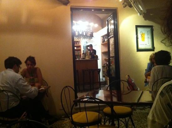 Pulalli Wine Bar: terrazzìno con affaccio
