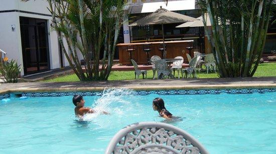 Hotel Nirvana: piscina