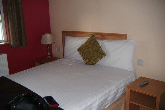 Antoinette Hotel Wimbledon: comfy bed