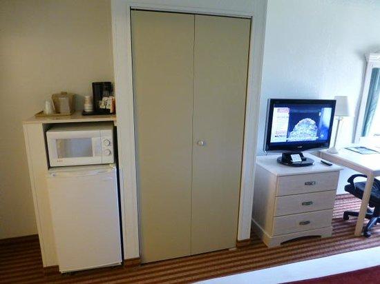 Comfort Inn - Pensacola / N Davis Hwy : Microwave and minifridge