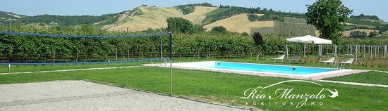Agriturismo Rio Manzolo: Campo beach volley e piscina 12X6