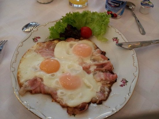 Hozam Hotel : Wicked good Bacon and Eggs!