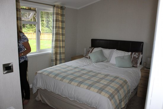 Loch Awe Holiday Park: bedroom 1  in the chalet