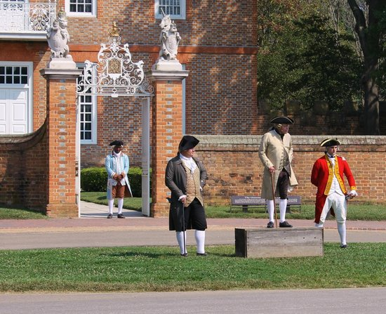 Colonial Williamsburg : re-enactment st the Gov Palace