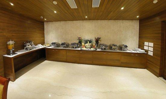 Metro Grand Hotel: Restaurant