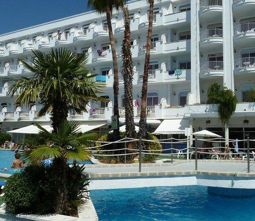 Hotel Marina Sand: Vista general desde la piscina