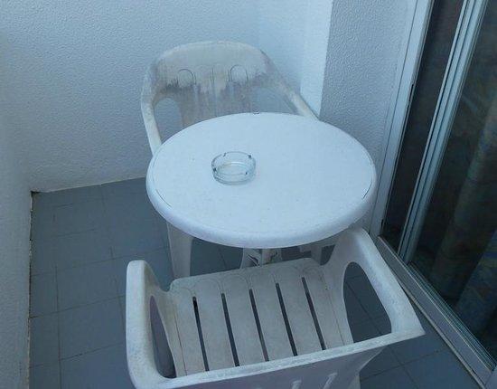 Hotel Marina Sand: Mobiliario del balcón