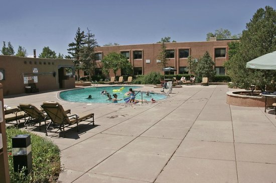 The Lodge at Santa Fe: Pool area can be loud both night and day.
