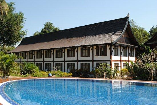 Chanthavinh Resort and Spa: Bâtiment qui donne sur le Mékong (1ère chambre)
