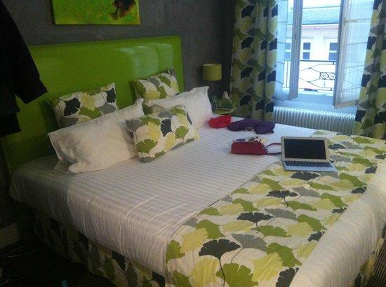 Hotel Etoile Pereire: Das Bett (Superior Zimmer)