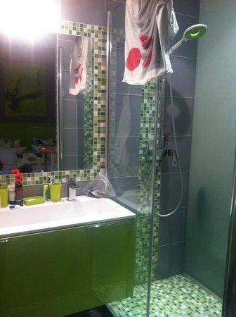 Hotel Etoile Pereire: Salle d'eau war ins Zimmer integiert - sehr schön (Superior Zimmer)