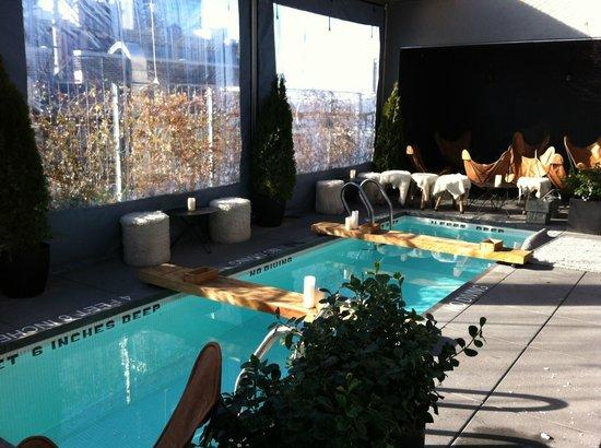 Hotel Americano: Tiny pool/big bath tub
