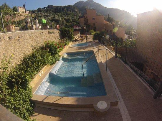 Maristel Hotel: Bains moussants et jaccuzi extérieur