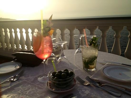 Hotel Corallo Sorrento: solnedgang fra terrassen mens vi spiser middag!