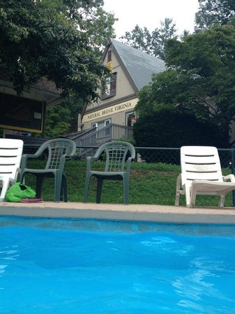 Natural Bridge/Lexington KOA : Poolside