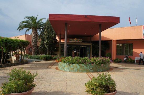 Club Marmara Cala Regina : l'entrée de l'hôtel