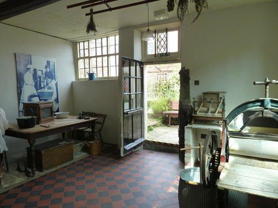 Elizabethan House Museum: Laundry room