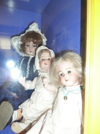 Elizabethan House Museum: Part of the doll collection