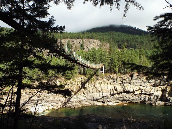 Kootenai Falls Swinging Bridge: walking up to the bridge