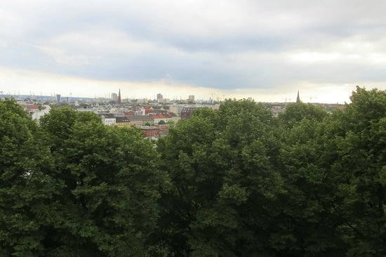 Mövenpick Hotel Hamburg : View from my window, even better views from higher floors