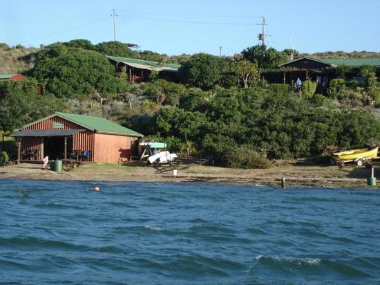 Mudlark River Front Lodge: View from river
