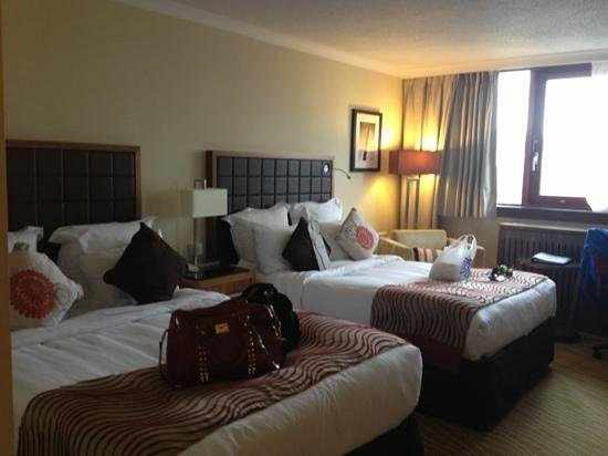 Swansea Marriott Hotel: our room , best night sleep ever on these luxurious beds