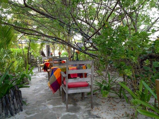 Aji Tapa Bar & Restaurant: Outside seating
