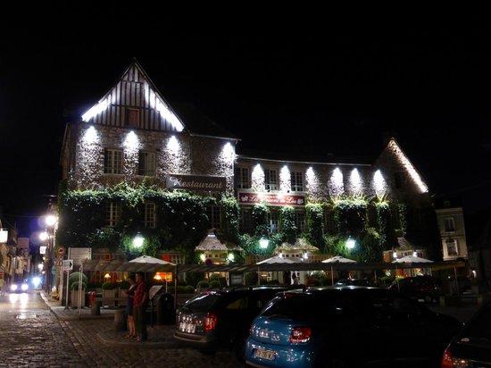 Les Maisons de Lea : Vue de l'hotel le soir