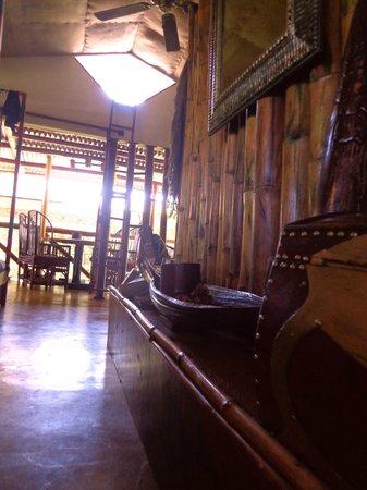 Hotel Manuel Antonio: Livingroom