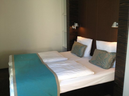Motel One Saarbrucken: Bedroom